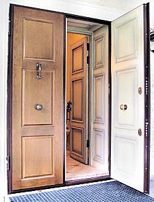 Металическая дверь с отделкой
